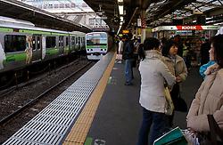 Passageiros na Shibuya Station, estação da linha do metrô de Tókio. FOTO: Jefferson Bernardes/Preview.com