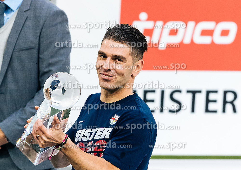 15.05.2016, Red Bull Arena, Salzburg, AUT, 1. FBL, FC Red Bull Salzburg, Meisterfeier, im Bild Torschützenkönig Jonatan Soriano Casas (Red Bull Salzburg) // topscorer of the Season Jonatan Soriano Casas (Red Bull Salzburg) during the FC Red Bull Salzburg Champions Party of Austrian Football Bundesliga at the Red Bull Arena, Salzburg, Austria on 2016/05/15. EXPA Pictures © 2016, PhotoCredit: EXPA/ JFK