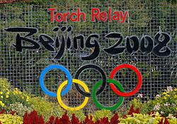 17-10-2007 ALGEMEEN: VOORBEREIDINGEN OLYMPISCHE SPELEN BEIJING 2008: CHINA<br /> De Olympische sportsymbolen in bloemencorso op het Tiananmen - Plein van de Hemelse Vrede - Olympische Ringen en vlam vuur<br /> ©2007-WWW.FOTOHOOGENDOORN.NL
