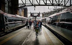 Passengers alighting from a Virgin express passenger train at Glasgow Central Station from London Euston<br /> <br /> (c) Andrew Wilson   Edinburgh Elite media