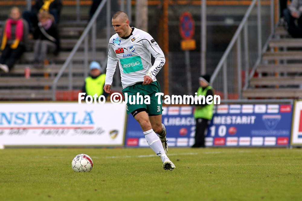01.05.2010, Tapiolan Urheilupuisto, Espoo..Veikkausliiga 2010, FC Honka - IFK Mariehamn..Sasha Anttilainen - IFK Mhamn.©Juha Tamminen.