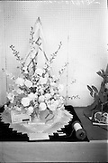 08/08/1962<br /> 08/08/1962<br /> 08 August 1962 <br /> Dublin Horse show at the RDS, Ballsbridge, Dublin, Wednesday. A 1st prize winning exhibit of flowers featuring the Irish Linen Industry, shown by Mrs M.E. Montgomery, Dalkey, Co. Dublin.