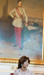 05.06.2019, Bundeskanzleramt, Wien, AUT, Bundesregierung, Sitzung des ersten Ministerrats nach der Angelobung der Übergangsregierung, im Bild Bundeskanzlerin Brigitte Bierlein // Austrian Chancellor Brigitte Bierlein during Tour de Table before first cabinet meeting after inauguration at federal chancellors office in Vienna, Austria on 2019/06/05 EXPA Pictures © 2019, PhotoCredit: EXPA/ Michael Gruber