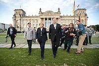 20 JUL 2008, BERLIN/GERMANY:<br /> Wolfgang Schneiderhan (L), Generalinspekteur der Bundeswehr, Angela Merkel (M), CDU, Bundeskanzlerin, Franz Josef Jung (R), CDU, Bundesverteidigungsminister, Feierliches Geloebnis von Rekruten des Wachbataillons der Bundeswehr auf dem Platz der Republik vor dem Reichstagsgebaeude<br /> KEYWORDS: Soldat, Soldaten, Deutscher Bundestag, Oeffentliches Geloebnis, Öffentliches Gelöbnis, Vereidigung, Rekrutengelöbnis, Reichstag, Reichstagsgebäude<br /> IMAGE: 20080720-01-028