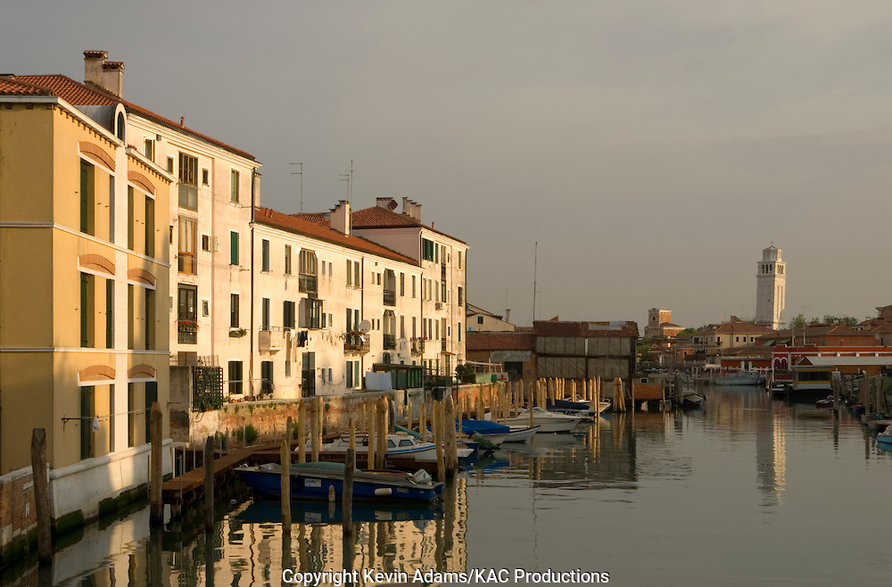 38_03_01_03851.Early-morning canal scene in the Castello district of Venice, Italy.