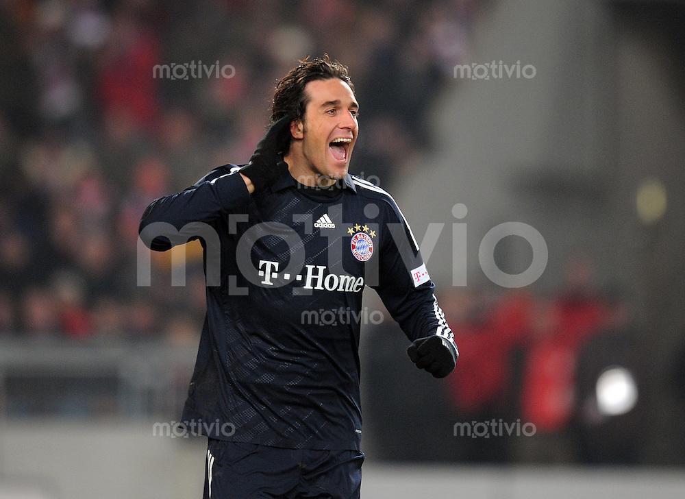 Fussball  1. Bundesliga   Saison 2008/2009   13.12.2008  17.Spieltag VfB Stuttgart - FC Bayern Muenchen Jubel ueber das 1:2, Torschuetze Luca Toni (Muenchen)