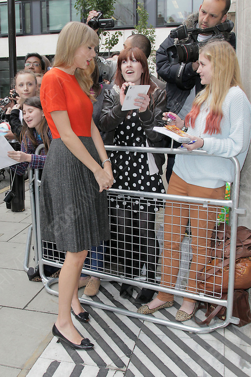 05.OCTOBER.2012. LONDON<br /> <br /> TAYLOR SWIFT AT THE STUDIOS OF RADIO 2.<br /> <br /> BYLINE: EDBIMAGEARCHIVE.CO.UK<br /> <br /> *THIS IMAGE IS STRICTLY FOR UK NEWSPAPERS AND MAGAZINES ONLY*<br /> *FOR WORLD WIDE SALES AND WEB USE PLEASE CONTACT EDBIMAGEARCHIVE - 0208 954 5968*