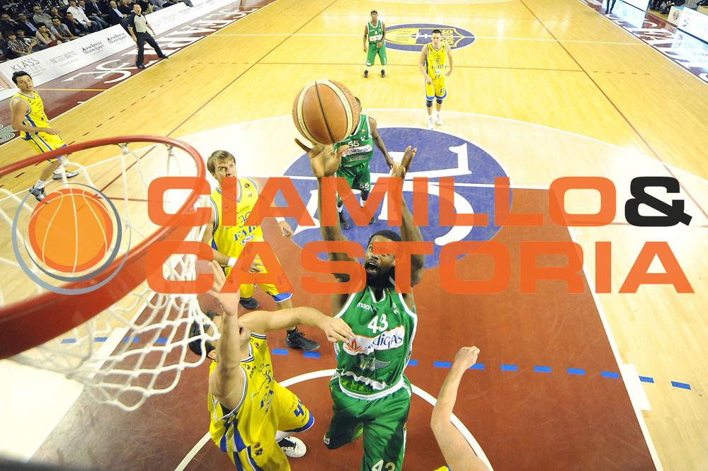 DESCRIZIONE : Ancona Lega A 2011-12 Fabi Shoes Montegranaro Sidigas Avellino<br /> GIOCATORE : Linton Johnson<br /> CATEGORIA : tiro special<br /> SQUADRA : Sidigas Avellino<br /> EVENTO : Campionato Lega A 2011-2012<br /> GARA : Fabi Shoes Montegranaro Sidigas Avellino<br /> DATA : 09/10/2011<br /> SPORT : Pallacanestro<br /> AUTORE : Agenzia Ciamillo-Castoria/C.De Massis<br /> Galleria : Lega Basket A 2011-2012<br /> Fotonotizia : Teramo Lega A 2011-12 Fabi Shoes Montegranaro Sidigas Avellino<br /> Predefinita :
