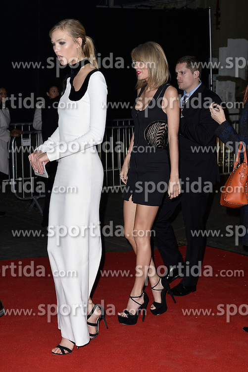 Karlie Kloss and Taylor Swift attends the Universal Music after party at the Sorting Factory. EXPA Pictures &copy; 2015, PhotoCredit: EXPA/ Photoshot/ Euan Cherry<br /> <br /> *****ATTENTION - for AUT, SLO, CRO, SRB, BIH, MAZ only*****