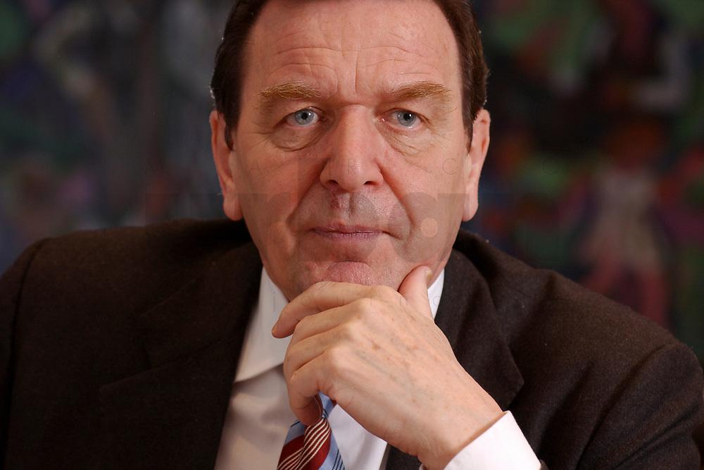 09 JAN 2002, BERLIN/GERMANY:<br /> Gerhard Schroeder, SPD, Bundeskanzler, waehrend einem Interiew, in seinem Buero, Bundeskanzleramt<br /> Gerhard Schroeder, SPD, Federal Chancellor of Germany, during an interview, in his office<br /> IMAGE: 20020109-02-013<br /> KEYWORDS: Gerhard Schröder