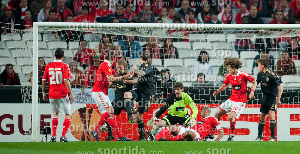01.04.2010, Estadio da Luz, Lissabon, POR, UEFA Europa League, SL Benfica vs Liverpool FC, im Bild Liverpool's Daniel Agger scores the opening goal against SL Benfica during the UEFA Europa League Quarter-Final 1st Leg match at the Estadio da Luz. EXPA Pictures © 2010, PhotoCredit: EXPA/ Propaganda/ D. Rawcliffe / SPORTIDA PHOTO AGENCY