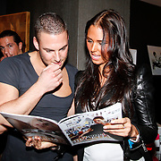 NLD/Huizen/20111223-  Lancering LAF Femme, Danielle Slof bekijkt het blad
