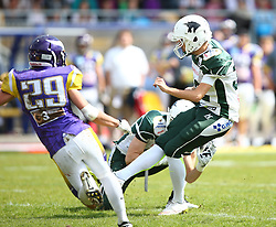 17.05.2015, Hohe Warte, Wien, AUT, BIG6, AFC Vienna Vikings vs Schwaebisch Hall Unicorns, im Bild Andreas Lunzer (AFC Vienna Vikings, DB, #29), PAT durch Felix Brenner (Schwaebisch Hall Unicorns, #5) und Tim Stadelmayr (Schwaebisch Hall Unicorns, #32) // during the BIG6 game between AFC Vienna Vikings vs Schwaebisch Hall Unicorns at the Hohe Warte, Wien, Austria on 2015/05/17. EXPA Pictures © 2015, PhotoCredit: EXPA/ Thomas Haumer
