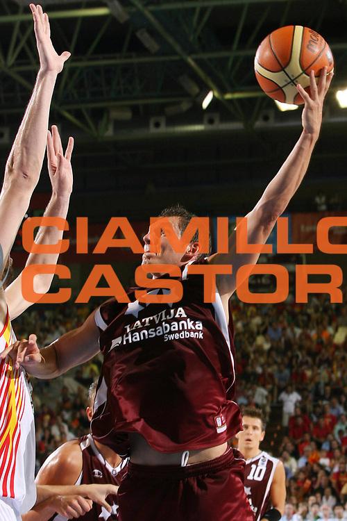 DESCRIZIONE : Siviglia Sevilla Spagna Spain Eurobasket Men 2007 Spagna Lettonia Spain Latvia <br /> GIOCATORE : Janis Blums <br /> SQUADRA : Lettonia Latvia <br /> EVENTO : Eurobasket Men 2007 Campionati Europei Uomini 2007 <br /> GARA : Spagna Lettonia Spain Latvia <br /> DATA : 04/09/2007 <br /> CATEGORIA : Tiro <br /> SPORT : Pallacanestro <br /> AUTORE : Ciamillo&amp;Castoria/E.Castoria <br /> Galleria : Eurobasket Men 2007 <br /> Fotonotizia : Sevilla Spagna Spain Eurobasket Men 2007 Spagna Lettonia Spain Latvia <br /> Predefinita :