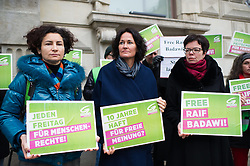 16.01.2015, König Abdullah Zentrum, Wien, AUT, Gruene, Mahnwache für verurteilten saudischen Blogger Raif Badawi. im Bild v.l.n.r. Nationalratsabgeordnete der Gruenen Alev Korun, Gruene Klubobfrau Eva Glawischnig und Nationalratsabgeordnete der Gruenen Tanja Windbüchler-Souschill // f.l.t.r. Member of Parliament of the greens Alev Korun, Leader of the parliamentary group the greens Eva Glawischnig and Member of parliament of the greens Tanja Windbuechler Souschill during picket of the greens according to the convicted blogger Raif Badawi at KAICIID Dialogue Centre in Vienna, Austria on 2015/01/16. EXPA Pictures © 2015, PhotoCredit: EXPA/ Michael Gruber
