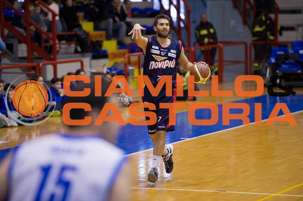 DESCRIZIONE : Napoli LNP A2 Gold 2014-15 Givova Flor do Caf&egrave; Napoli NoviPi&ugrave; Casale M.to<br /> GIOCATORE : Giovanni Tomassini<br /> CATEGORIA : Palleggio<br /> SQUADRA : NoviPi&ugrave; Casale M.to<br /> EVENTO : Campionato LNP Serie A2 Gold 2014-2015<br /> GARA : Givova Flor do Caf&egrave; Napoli NoviPi&ugrave; Casale M.to<br /> DATA : 01/03/2015<br /> SPORT : Pallacanestro <br /> AUTORE : Agenzia Ciamillo-Castoria/G.Masi<br /> Galleria : LNP A2 Gold 2014-2015<br /> Fotonotizia : Napoli LNP A2 Gold 2014-15 Givova Flor do Caf&egrave; Napoli NoviPi&ugrave; Casale M.to
