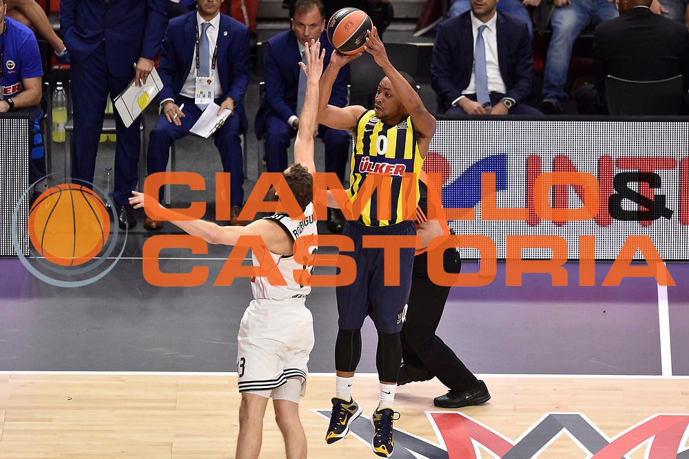 DESCRIZIONE : Madrid Eurolega Euroleague 2014-15 Final Four Semifinal Semifinale Real Madrid Fenerbahce Ulker Istanbul <br /> GIOCATORE : Andrew Goudelock<br /> SQUADRA : Fenerbahce Ulker Istanbul<br /> CATEGORIA : tiro difesa<br /> EVENTO : Eurolega 2014-2015<br /> GARA : Real Madrid Fenerbahce Ulker Istanbul <br /> DATA : 15/05/2015<br /> SPORT : Pallacanestro<br /> AUTORE : Agenzia Ciamillo-Castoria/GiulioCiamillo<br /> Galleria : Eurolega 2014-2015<br /> DESCRIZIONE : Madrid Eurolega Euroleague 2014-15 Final Four Semifinal Semifinale Real Madrid Fenerbahce Ulker Istanbul