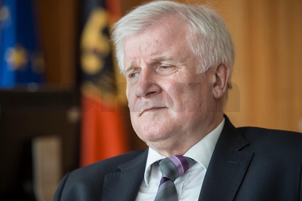 20 JUN 2018, BERLIN/GERMANY:<br /> Horst Seehofer, CSU, Bundesinnenminister, waehrend einem Interview, in seinem Buero, Bundesministerium des Inneren<br /> IMAGE: 20180620-02-021<br /> KEYWORDS: Büro