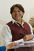 Delfina Gómez al comienzo de una conferencia de prensa en Ecatepec