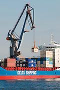 Hamburger Hafen, Containerhafen, Schiff und Verladekran, Hamburg, Deutschland.|.Hamburg harbour, container port, ship and crane, Hamburg, Germany.