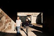 Ercolano, Italia - 23 novembre 2012. Turisti visitano gli scavi archeologici di Ercolano (Herculaneum). Il sito archologico di epoca romana, patrimonio dell'Unesco, distante solo pochi km da Pompei, ha riportato alla luce tesori antichi di inestimabile valore. A differenza di Pompei, ad Ercolano sono stati ritrovati reperti organici ed in legno che hanno permesso agli archeologi di studiare in modo più approfondito le abitudini dell'epoca. Ph. Roberto Salomone Ag. Controluce.ITALY - Tourist visit the archeological site of Herculaneum on November 23, 2012. The world heritage site of roman age, just a few miles away from Pompeii has brought to life treasures that made it possible for archeologists to study in a more detailed way the lifestyle of ancient romans.