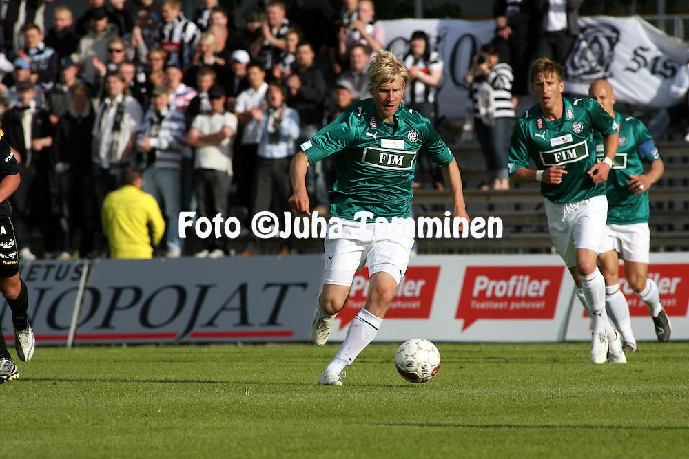 06.07.2009, Tapiolan Urheilupuisto, Espoo, Finland..Veikkausliiga 2009 - Finnish League 2009.FC Honka - FC TPS Turku.Iiro Aalto - TPS.©Juha Tamminen.