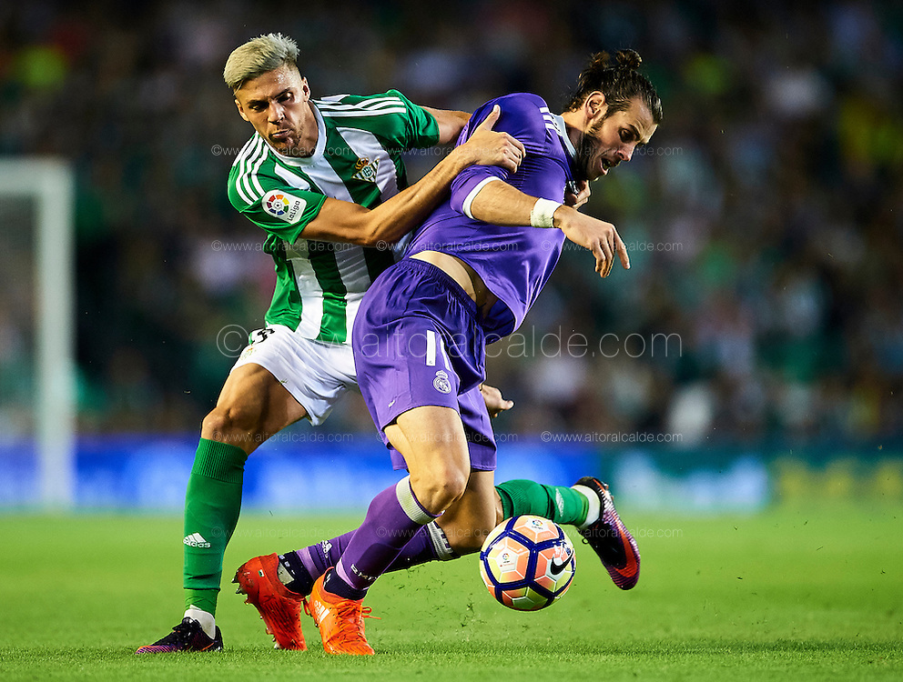 SEVILLE, SPAIN - OCTOBER 15:  Jonas Martin of Real Betis Balompie (R) competes for the ball with Gareth Bale of Real Madrid CF (R) during the match between Real Betis Balompie and Real Madrid CF as part of La Liga at Benito Villamrin stadium October 15, 2016 in Seville, Spain.  (Photo by Aitor Alcalde/Getty Images)