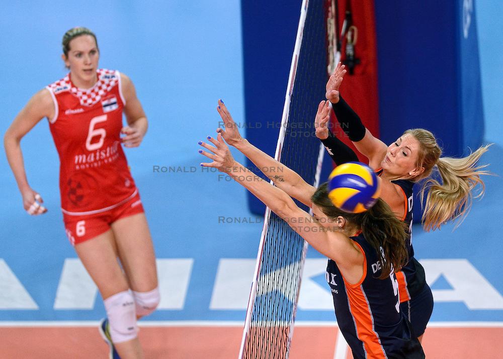 07-01-2016 TUR: European Olympic Qualification Tournament Nederland - Kroatie, Ankara<br /> Nederland verslaat Kroatië met 3-0 en gaat als groepswinnaar de halve finale in / Mira Topic #6 ziet hoe de bal langs het blok van Robin de Kruijf #5, Laura Dijkema #14 wordt geslagen