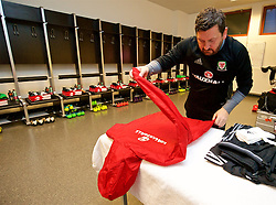 VIENNA, AUSTRIA - Thursday, October 6, 2016: The Wales equipment manager David Griffiths prepares the team's kit in the away dressing room ahead of the 2018 FIFA World Cup Qualifying Group D match against Austria at the Ernst-Happel-Stadion. (Pic by David Rawcliffe/Propaganda)