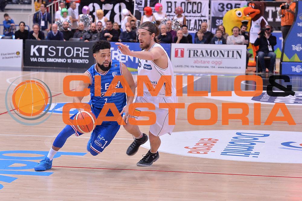 DESCRIZIONE : Trento Lega A 2015-16 Dolomiti Energia Trentino - Enel Brindisi<br /> GIOCATORE : Scottie Reynolds<br /> CATEGORIA : Palleggio<br /> SQUADRA : Dolomiti Energia Trentino - Enel Brindisi<br /> EVENTO : Campionato Lega A 2015-2016 <br /> GARA : Dolomiti Energia Trentino - Enel Brindisi<br /> DATA : 07/02/2016<br /> SPORT : Pallacanestro <br /> AUTORE : Agenzia Ciamillo-Castoria/M.Gregolin<br /> Galleria : Lega Basket A 2015-2016  <br /> Fotonotizia :  Trento Lega A 2015-16 Dolomiti Energia Trentino - Enel Brindisi