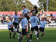 Marc Kraft (Elite 3000) i duel med John Sandberg (Randers FC), omgivet af Elite 3000 spillerne Jacob Wedell, Dimitri de Martignac (#9) og Sebastian Hviid (#8).