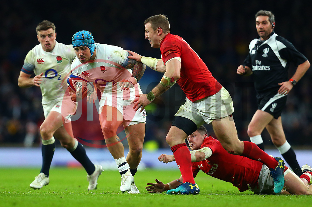 Jack Nowell of England takes on Hadleigh Parkes of Wales - Mandatory by-line: Robbie Stephenson/JMP - 10/02/2018 - RUGBY - Twickenham Stoop - London, England - England v Wales - Women's Six Nations