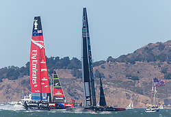 15.09.2013, Pier29, San Francisco, USA, Americas Cup Final Races 2013, Race 9 and 10, im Bild Oracle Team USA und Emirates Team New Zealand// during the finals of the Americas Cup 2013, race 9 and 10 at San Francisco, United States of America on 2013/09/15. EXPA Pictures © 2013, EXPA Pictures © 2013, PhotoCredit: EXPA/ Mag. Gert Steinthaler