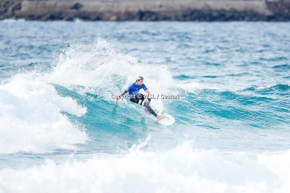 Jordy Maree of South Africa winning Heat 4 of Round 1 at the World Junior Championship.