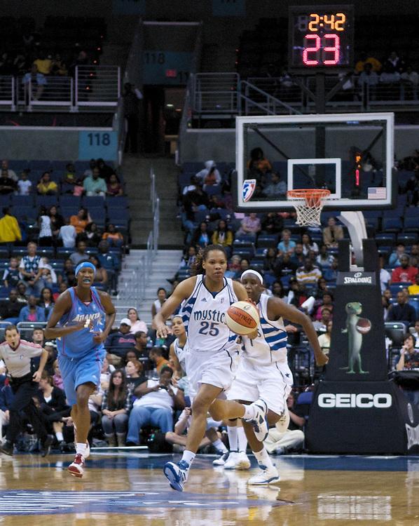 Lindsey Harding and the Washington Mystics defeat the Atlanta Dream 82-64, September 12, 2009.