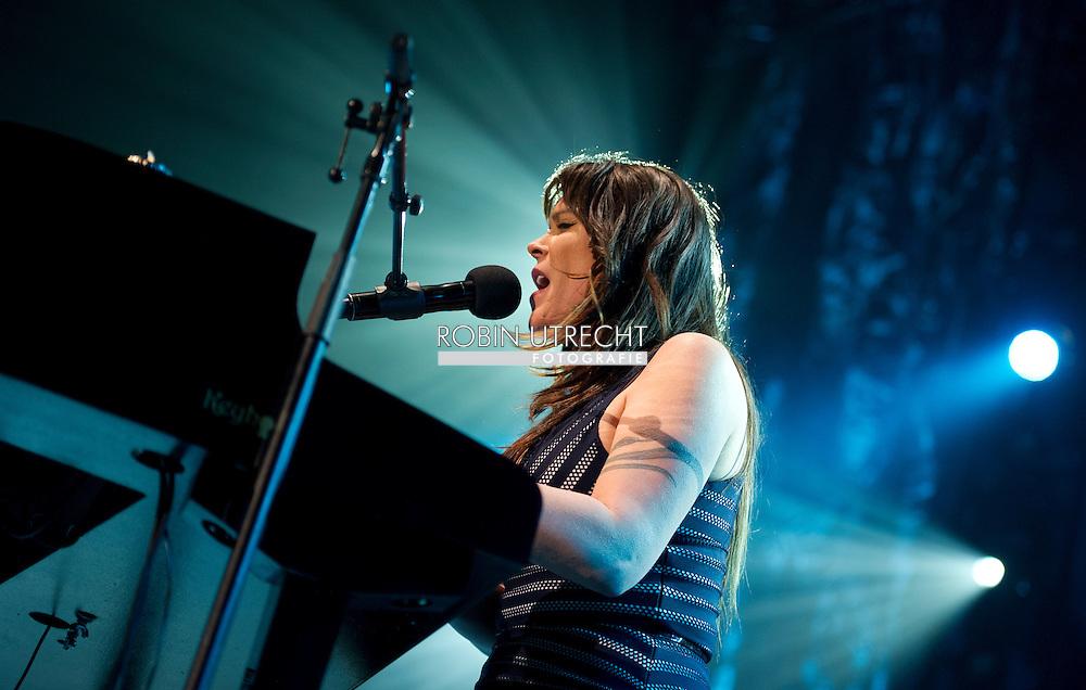 11-4-2015 AMSTERDAM - American singer Beth Hart at the Heineken Music Hall. COPYRIGHT ROBIN UTRECHT <br /> AMSTERDAM - Amerikaanse zangeres Beth Hart in de Heineken Music Hall . COPYRIGHT ROBIN UTRECHT
