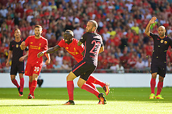 LONDON, ENGLAND - Saturday, August 6, 2016: Liverpool's Sadio Mane scores the first goal against Barcelona during the International Champions Cup match at Wembley Stadium. (Pic by Xiaoxuan Lin/Propaganda)