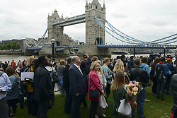 June 5, 2017 - London, United Kingdom - People pay tribute to the victims of the London Bridge terrorist attack at the Potter Fields park..Seven people died on Saturday when 3 attackers drove a van into people on London bridge and then attacked people with knifes. (Credit Image: © Emanuele Giovagnoli/Pacific Press via ZUMA Wire)