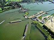 Nederland, Noord-Holland, Gemeente Amsterdam; 02-09-2020; De Oranjesluizen, schutsluizen tussen het Afgesloten IJ (Binnen-IJ) en het Buiten-IJ (rechts). Boven in beeld Schellingwoude.<br /> The Orange Locks, locks between the Enclosed IJ (Binnen-IJ) and the Buiten-IJ (right). Top of the picture Schellingwoude.<br /> <br /> luchtfoto (toeslag op standaard tarieven);<br /> aerial photo (additional fee required)<br /> copyright © 2020 foto/photo Siebe Swart