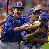 CLAUDIO REYNA WITH SON JACK AND L TO R TONY VIDMAR,ANDREI KANCHELSKIS AND SERGIO PORRINI. PIC CHRISTIAN COOKSEY.27.5.2000. T000527-1