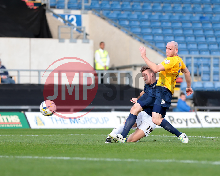 Southend United's Kevan Hurst puts the ball wide - Photo mandatory by-line: Nigel Pitts-Drake/JMP - Tel: Mobile: 07966 386802 05/10/2013 - SPORT - FOOTBALL - Kassam Stadium - Oxford - Oxford United v Southend United - Sky Bet League 2