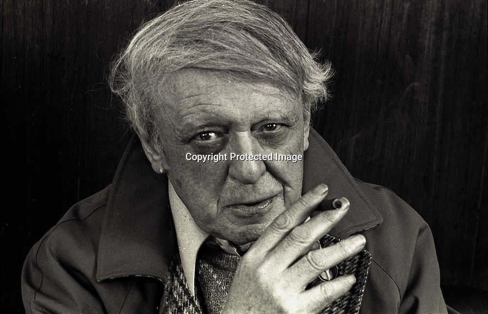 Anthony Burgess, the Novelist in Monaco in 1986. / l'ecrivain Anthony Burgess