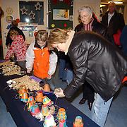 NLD/Huizen/20051216 - Fancy fair tbv speeltoestellen schoolplein basisschool de Ark Huizen