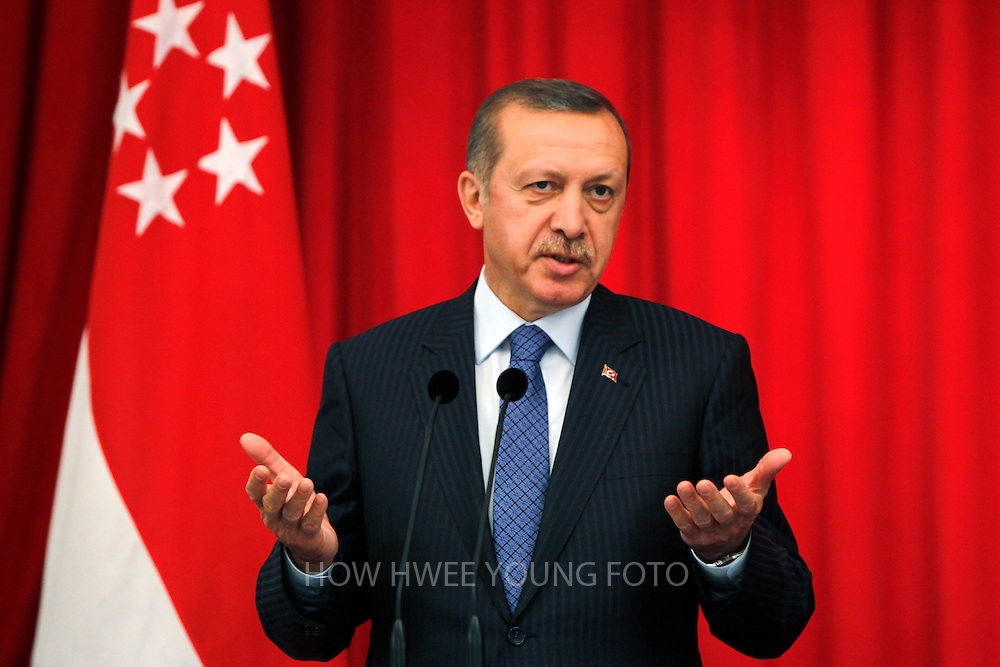 epa04012787 Turkish Prime Minister Recep Tayyip Erdogan speaks to members of the media during a press conference with Singapore Prime Minister Lee Hsien Loong (not pictured) at the Istana or Presidential Palace in Singapore, Singapore, 09 January 2014. Ergodan is in Singapore on an official two-day visit.  EPA/HOW HWEE YOUNG