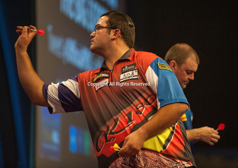 18.12.2014.  London, England.  William Hill PDC  World Darts Championship.  Cristo Reyes [ESP] beats Wes Newton (13) [ENG] after a final leg shoot out.