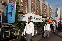 07 NOV 2002, BERLIN/GERMANY:<br /> Spitze des Demonstrationszuges mit zwei Saergen Eigenheimfoerderung und Baugewerbe, Demonstration gegen die Kuerzung der Eigenheimzulage, Karl-Liebknecht-Strasse<br /> IMAGE: 20021107-01-042<br /> KEYWORDS: Demo, Bau, Baugewerbe, Kürzung, Demostrant, demonstrator, Subventionen