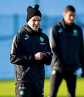 30/01/15<br /> CELTIC TRAINING<br /> LENNOXTOWN<br /> Celtic midfielder Stefan Johansen wraps himself up ahead of a cold training session