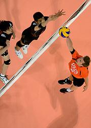 08-06-2013 VOLLEYBAL: WORLD LEAGUE NEDERLANDS - JAPAN: APELDOORN<br /> Nederland wint met 3-1 van Japan / Jelte Maan<br /> &copy;2013-FotoHoogendoorn.nl