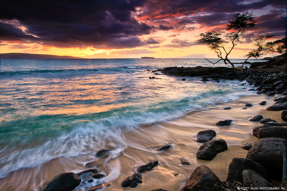 Sunset behind Kahoolawe and Molokini, from Secret Beach, Wedding Beach, Makena Cove, Maui, Hawaii