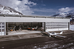 04.02.2019, Zell am See - Kaprun, AUT, BalloonAlps, im Bild ein Sportflugzeug auf dem Rollfeld bei einem Hangar // a sports aircraft on the runway near a hangar during the International Balloonalps Alps Crossing Event, Zell am See Kaprun, Austria on 2019/02/04. EXPA Pictures © 2019, PhotoCredit: EXPA/ JFK